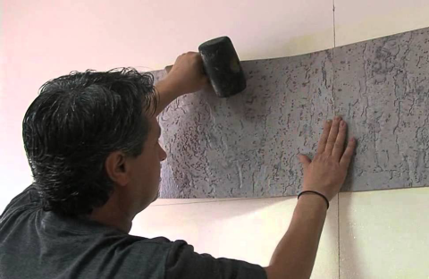 Перед монтажом панелей, на стене стоит сделать разметку, чтобы они смотрелись ровно.