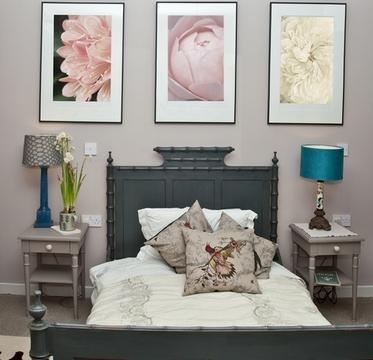 Постеры в спальне для отдыха