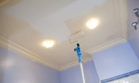 Потолок покрашенный акриловой краской