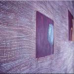 С выступающим объемным рисунком в зависимости от того, какое именно плетение используется для конкретного полотна