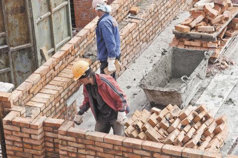 СНиП на кирпичные стены: расстановка материалов на делянке