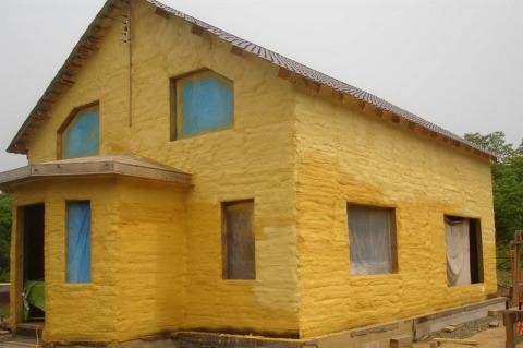 Утеплить холодную стену снаружи полиуретаном