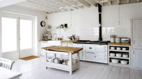 Белый цвет стен в кухне
