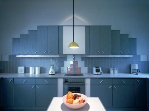 Голубой цвет идеально подойдет для покраски стен кухни или столовой зоны, для комнат с северной стороны.