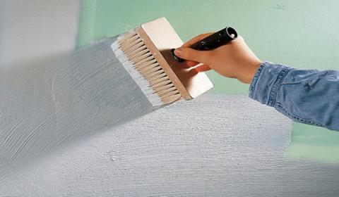 Как грунтовать стены перед поклейкой обоев