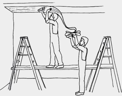 Как наклеить флизелиновые обои на потолок самостоятельно?