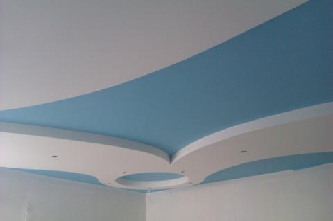 Комбинированная окраска потолка водоэмульсией.