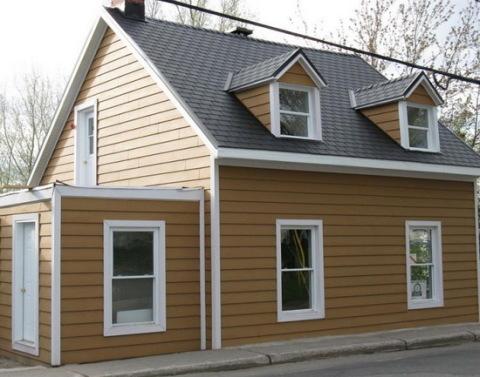 Отделка пластиковыми панелями фасада дома