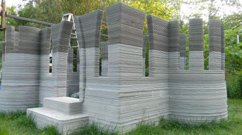 Послойное возведение стен с помощью печатающего устройства