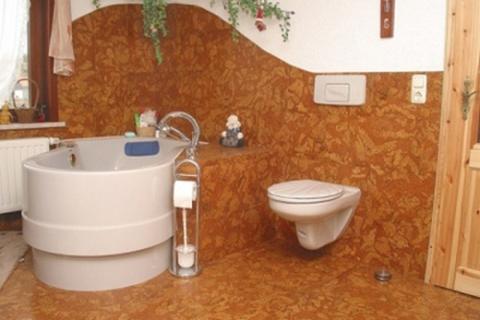 Пробковый материал в интерьере ванной комнаты