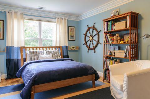 Широкий однотонный бордюр для спальни