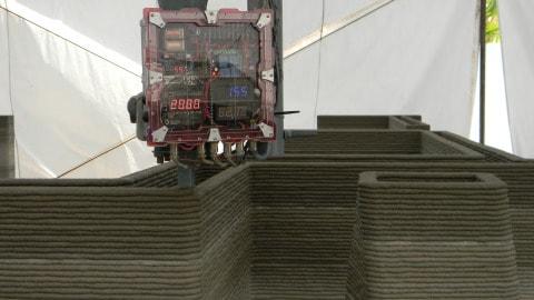 Станок, печатающий бетонные конструкции: послойное нанесение раствора