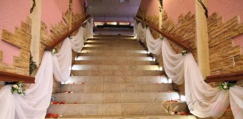 Выбираем оформление стен лестничных площадок