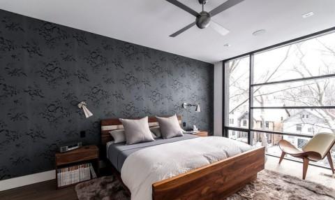 Выделяемую стену делаем контрастной и яркой по отношению всего помещения