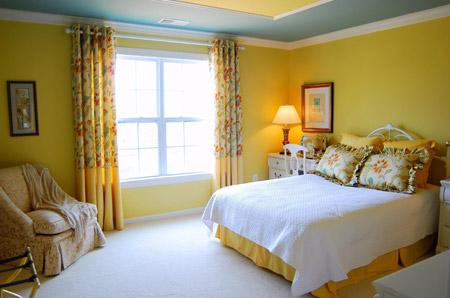 Желтые тона в отделке спальни