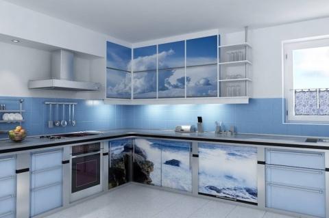Голубой тон кухни придаст спокойствие