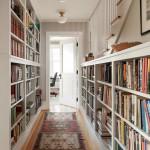 Книжный шкаф в прихожей