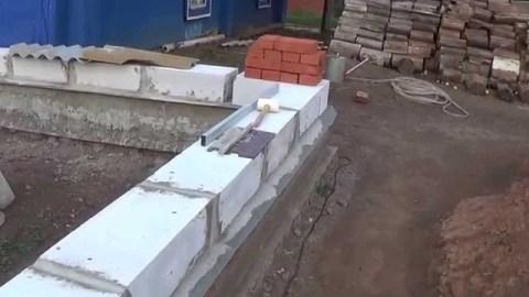 Ложим стены из пеноблока с первого ряда