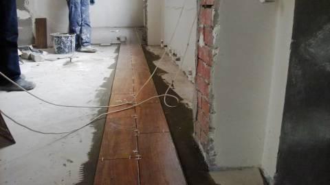 Плитка на пол и стены: проверяем шов нитью