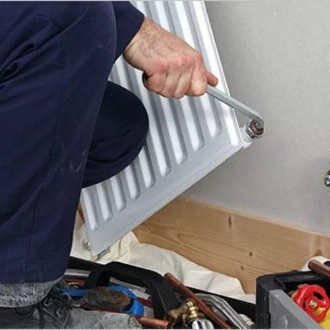 Правильный монтаж радиатора на стену
