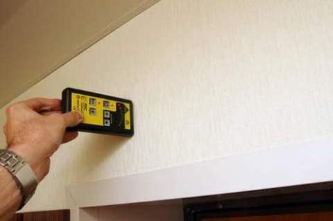 Проверяем наличие проводки в стене