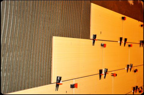 Система выравнивания плитки позволяет добиться идеальных стыков