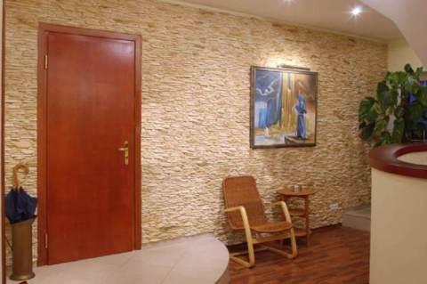 Бежевый цвет стен в коридоре