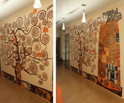Большой и яркий рисунок в интерьере коридора