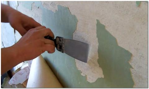 Масляная или акриловая краска отходит пластами.