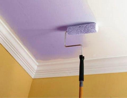 Покраска потолка без разводов