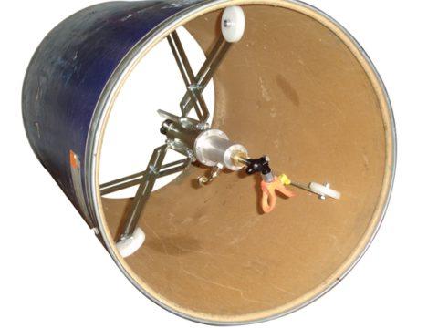 Использование специальных приспособлений для внутренней покраски труб