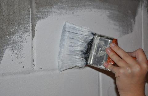 Окрашивание бетонных стен гаража эмалью
