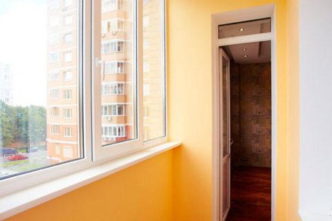Покраска балкона эмалью персикового оттенка