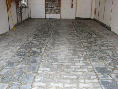 Шлакоситалловые плиты на полу в гараже