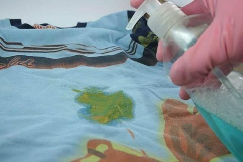 Удаление пятен акрила с одежды с помощью специальных химических средств