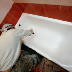 Выполнение окрашивания ванны в домашних условиях акриловой краской