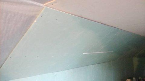 Зашитые гипсокартоном стены