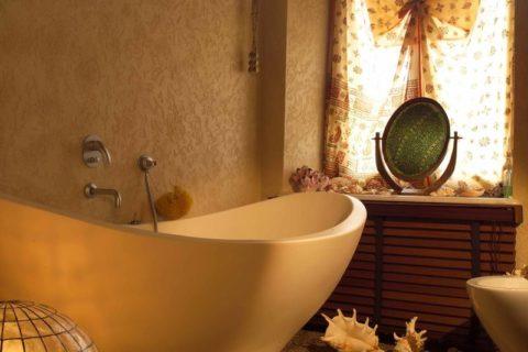 Акриловая штукатурка на стенах ванной комнаты