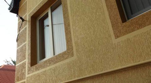 Минеральная штукатурка с эффектом «Короед» на фасаде дома