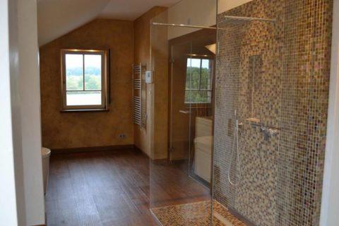 Минеральная штукатурка в интерьере ванной комнаты