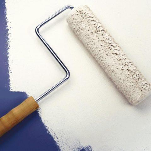На фото — правильный во всех отношениях валик для покраски стен