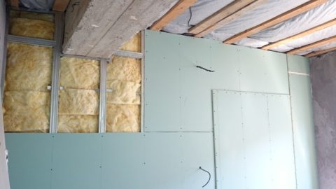 Перехлест швов при двухслойной обшивке утепленной стены