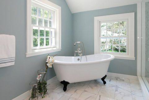 Покраска стен в ванной: стильно, практично, недорого