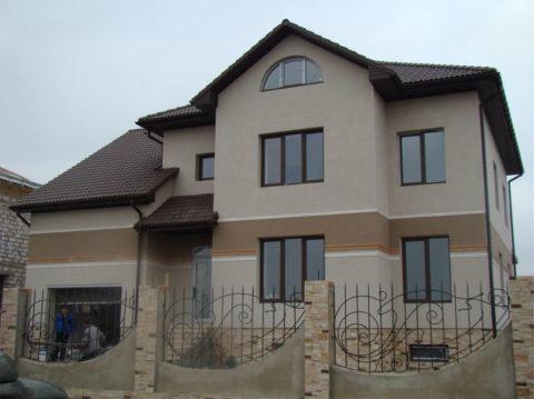 Применение минеральной штукатурки для отделки фасада частного дома
