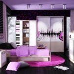 Если девочка увлекается музыкой, то в оформлении комнаты можно использовать данную тему