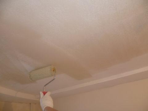 Грунтовка гипсокартонного потолка под покраску