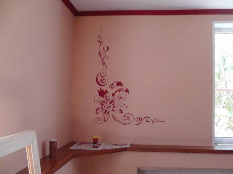 Краска на водной основе — самый доступный материал для отделки потолков и стен