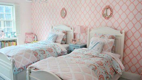 Нежные оттенки в спальне двух взрослых девочек