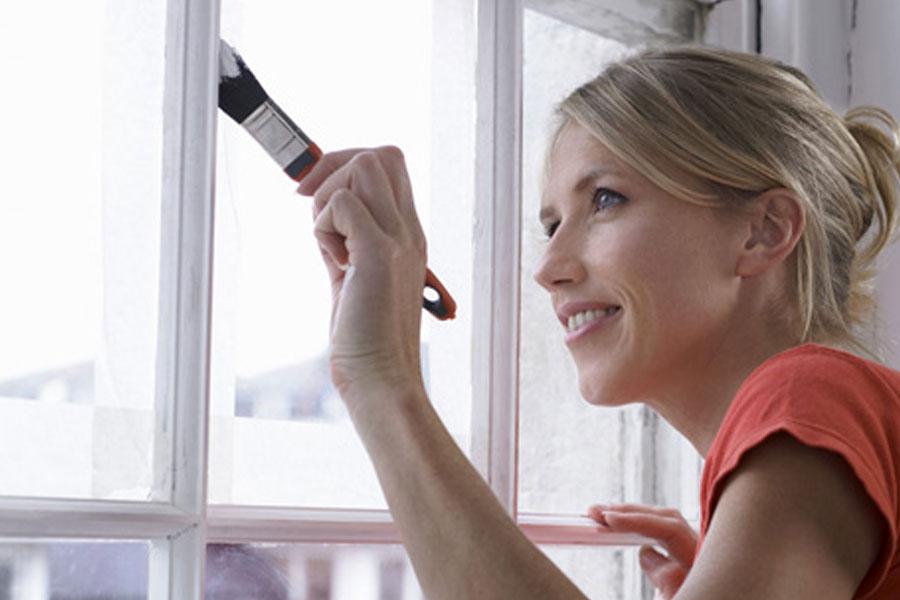 Красим пока тепло: покраска оконной рамы