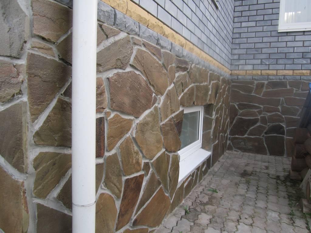 отделка камнем фундамента дома